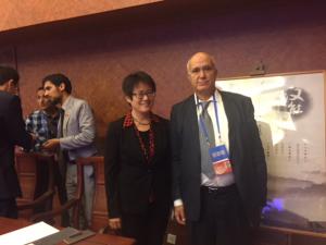 Ahmed Khaouja en photo à Pékin avec la vice-présidente de Hanergy société spécialisée dans l'énergie solaire
