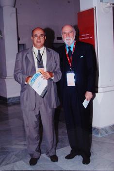 M. Cerf Vint inventeur du protocole TCP/IP avec Ahmed Khaouja Directeur de PTT Maroc lors d'une réunion de l'ICANN.