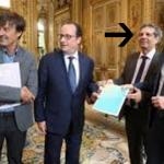 Alain Grandjean qui remet le rapport sur le climat au Président français