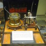 Un des premiers récepteurs cohéreurs de Marconi (1896) dans sa boîte de démonstration au musée de l'Histoire de la science à Londres.