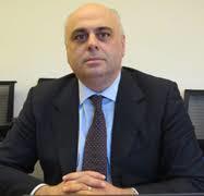 PAR Carlo Maria Rossotto Spécialiste en chef en Technologies de l'Information et de la Communication à la Banque Mondiale.